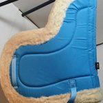 A & S Equestrian imitation peau de mouton Doublure polaire doux Tapis de selle Tapis de selle COB Poney Cheval (Full, Bleu clair) de la marque A & S EQUESTRIAN image 3 produit